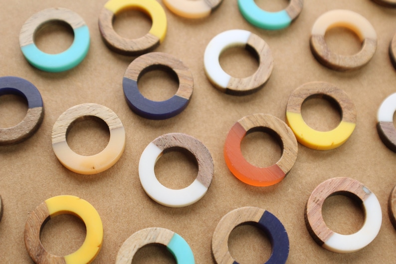 18mm by 4mm Multiple Colors Available MIS-321 Resin and Wood Ring Pendants 4 pc