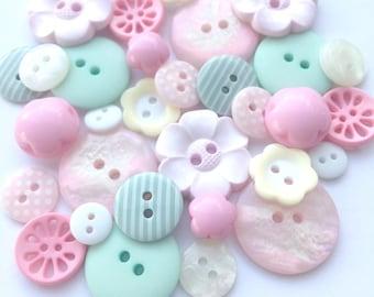 Pastel Flower Garden Button Collection [B0761B]