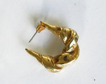 A44 hoop earrring