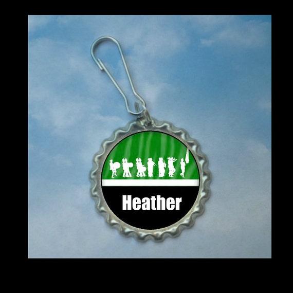 Personnalisé Hunter Green Marching Band bottlecap Zipper Pull--plaine ou des paillettes, cadeau de la bande, idée de cadeau de bande bande grand-mère, cadeau de la bande, bandes