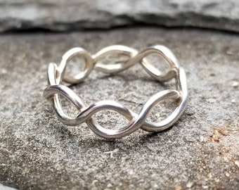 Intertwined sterling silver infinity ring, size 7