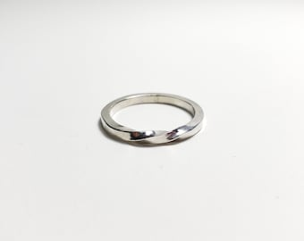 Sterling silver Möbius ring, size 8.25