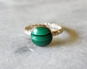 Sterling silver twistes band beautiful forest green malachite ring, size 8