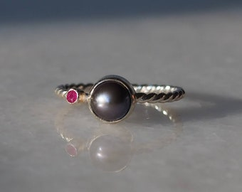 Sterling Silver Peacock Pearl and Natural Ruby Ring with Twisted Band, Size 6.5