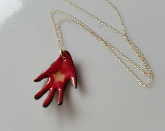 Enameled hand with star pendant o a delicate 14k gold chain