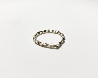 Twisted Triangle Arch Sterling Silver Ring, Size 6.5
