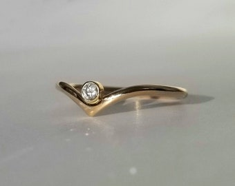 14k Gold Genuine Diamond Peak Ring, Size 6.5