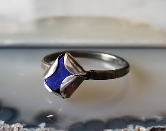 Unique hammered band lapis lazuli peekaboo ring, sterling silver and fine silver, size 6.5
