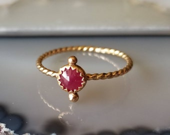 Unique 14k gold and natural ruby Bindi  ring, size 7
