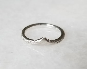 The relic arch ring, sterling silver, size 6.5