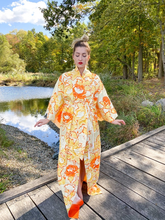 1970s Vintage Sunshine Floral Crepe Kimono lined i