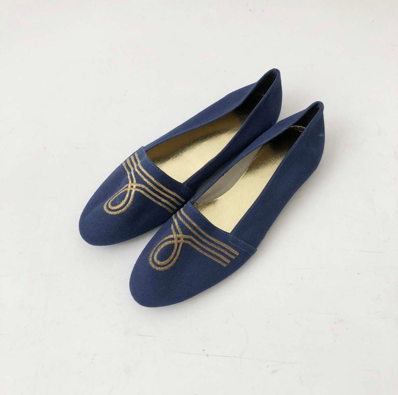 7ed981bd6e383 Vintage 80s Denim Embroidered Flats - Blue and Gold Fabric Slip on Shoes W/  Rounded Toes - Vegan Nautical Glam Shoes - Size 8 to 8.5