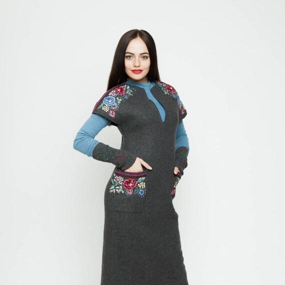Emroidered de lana gris vestido bordado a mano ucraniano | Etsy