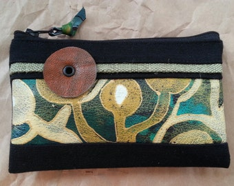 A handmade porte-monnaie with abstract painting.