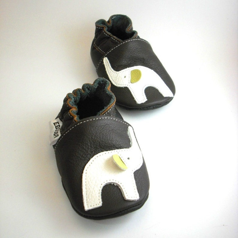 e5485d8488ce3 White Elephant Baby Shoes, Baby Mocasins, Soft Sole Baby Shoes, Genuine  Leather, Handmade Gift, Chaussons cuir, Krabbelschuhe, Ebooba