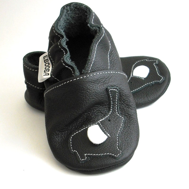 c136b5fc4a642 soft sole baby shoes infant handmade gift elephant black white newborn  chaussons chaussurese garcon fille bebes cuir souple ebooba EL-36-B-1