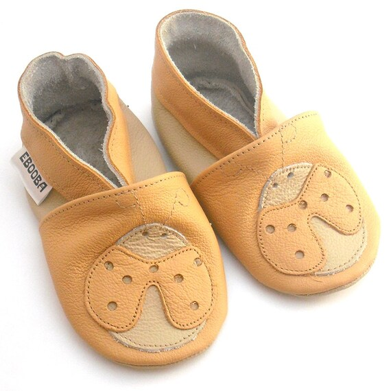 cb635c211739f Baby Shoes, Leather baby shoes, Toddler Shoes, Baby Booties, Infant Shoes,  Newborn Booties, Baby Slippers, chaussons bébé, Ladybug