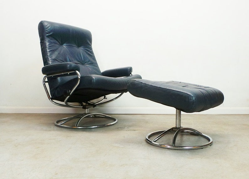 Cool Mid Century Modern Early Ekornes Navy Blue Leather Chrome Base First Series Lounge Chair And Ottoman Pabps2019 Chair Design Images Pabps2019Com