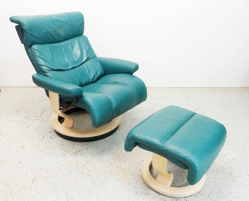 Swell Contemporary Modern Ekornes Savannah Memphis Teal Leather Lounge Chair And Ottoman With Ash Bases Unemploymentrelief Wooden Chair Designs For Living Room Unemploymentrelieforg