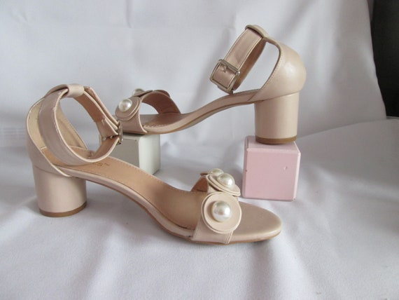 Pale beige Jacobies shoes/ pumps with round heels
