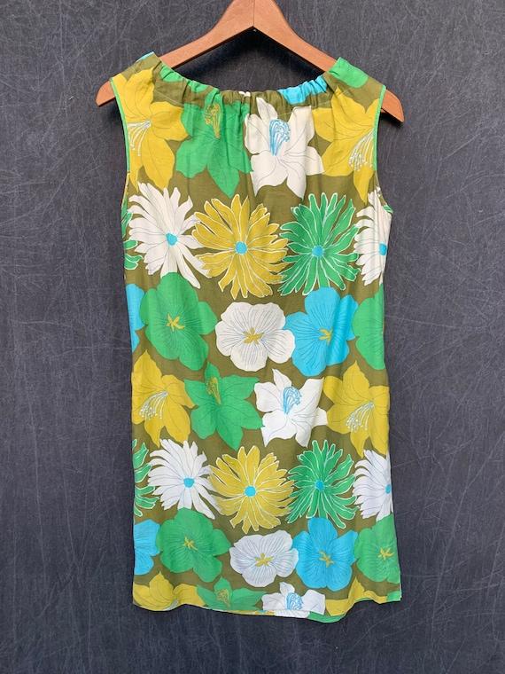60s Dress Mod Shift Sleeveless Flowers Greens, Tu… - image 10