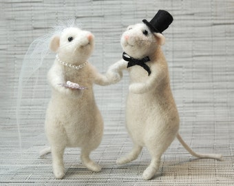 Needle Felted Mice Couple, Felted Bride and Groom, Miniature Felt Mouse, White Mice, Wedding Decor- READY TO SHIP