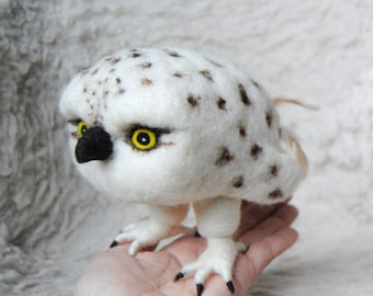 Baby Snowy Owl, Needle Felted Bird, Arctic owl, Harry Potter owl, Soft sculpture Bird Figurines, Faux Taxidermy - READY TO SHIP
