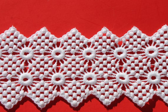 11//16 inch wide white lace trim 2 yard and 17 inch cut