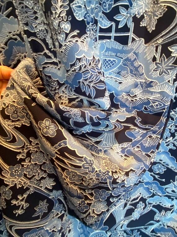 Vintage Bue Vistiting Kimono in Chinoiserie Print