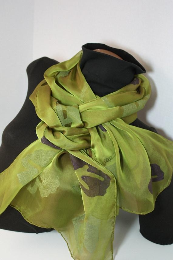 d7269ce59a08 Foulard en mousseline de soie soie feuillage vert Chartreuse   Etsy