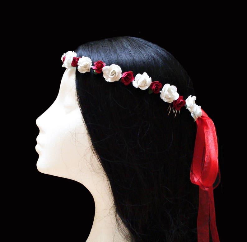 0f361cb7b3cbe Corona niñas flores blancas y rojas. Corona flores papel.