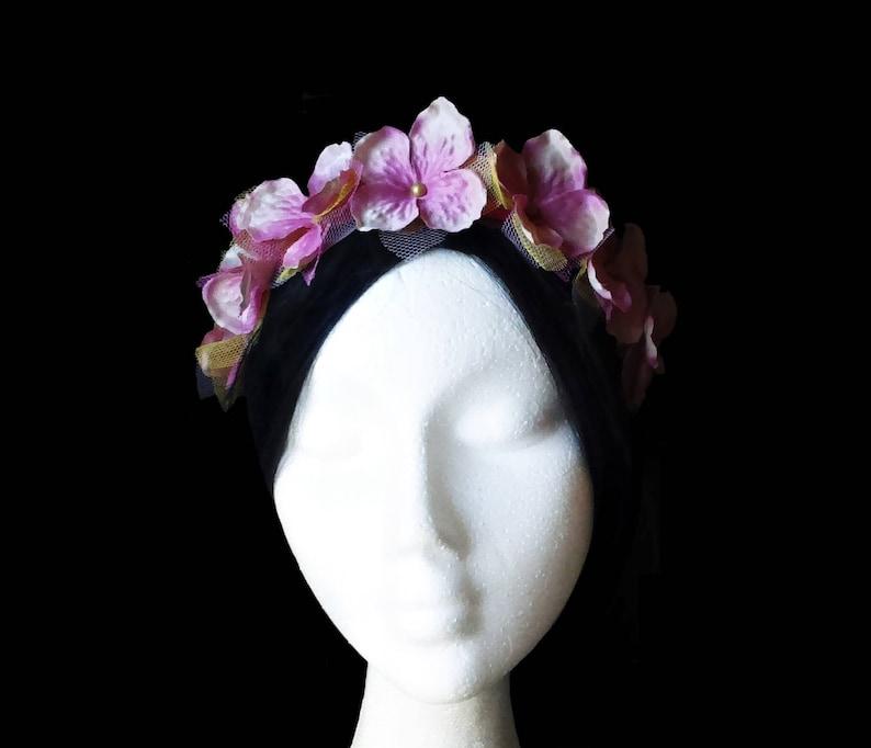 79208a99d89f6 Diadema flores niña. Diadema rosa niña. Corona flores. Corona