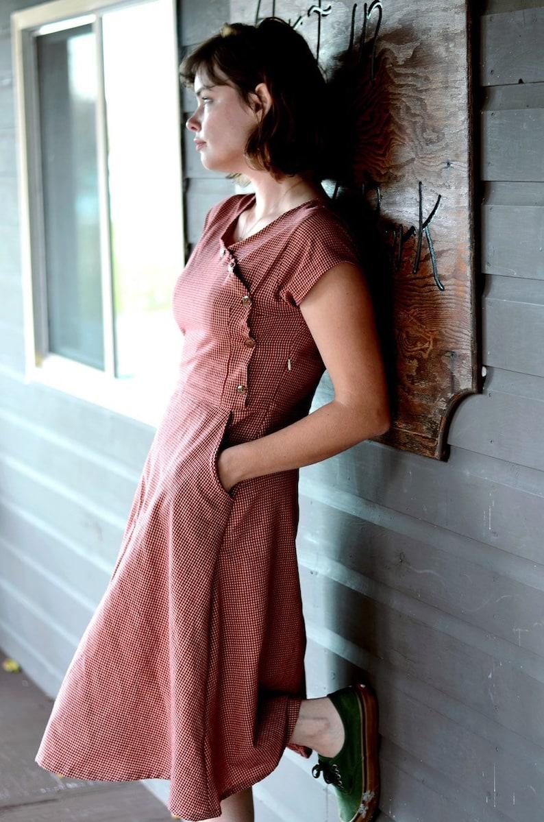 1930s Day Dresses, Tea Dresses, House Dresses 1930s Short Sleeve Dress - 1930s Red House Dress - Casual Cotton Dress - Red and White Vintage Dress - Vintage Dresses For Women $128.00 AT vintagedancer.com