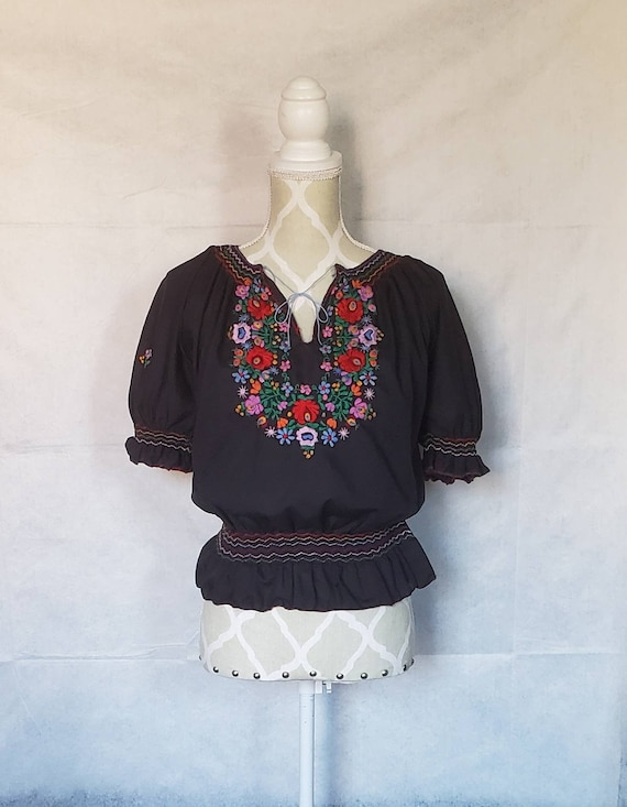 Vintage 1970s Hungarian black floral embroidered p