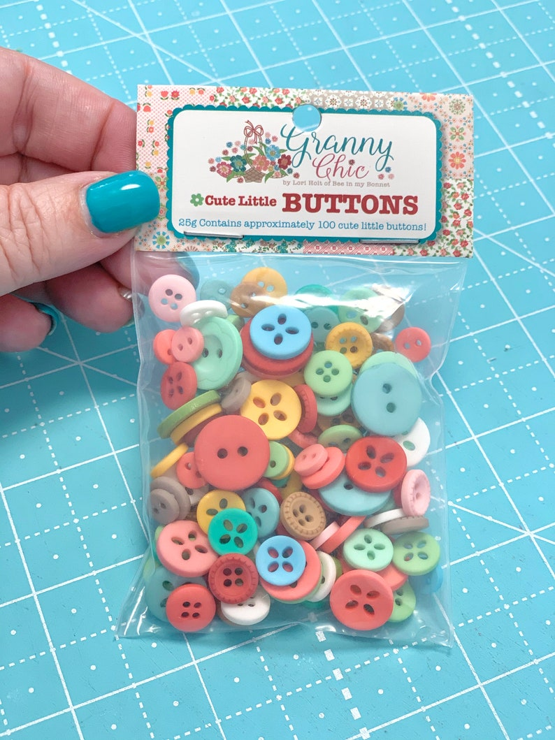 GRANNY CHIC  Cute Little Buttons by Lori Holt of Bee in my image 0