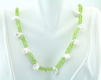 "Peridot and Chicklet Pearl with Sterling Silver clasp Necklace 18"" 66-10238"