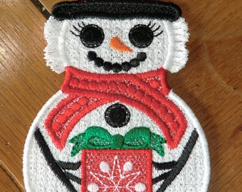 Embroidered Magnet - Christmas - Snow Woman W/Present - Large