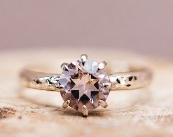 Solitaire 18ct gold ring with morganite - 18ct grey gold - engagement ring