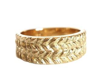Double Josephine's carved gold ring