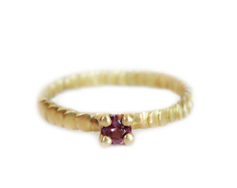 Size 5- Spinel mat gold ring Frieda style - textured with granulation band - One off piece