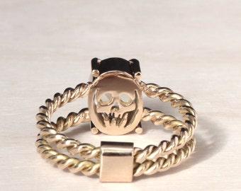Skull ring 18ct yellow gold - memento mori - unconventional - moonstone