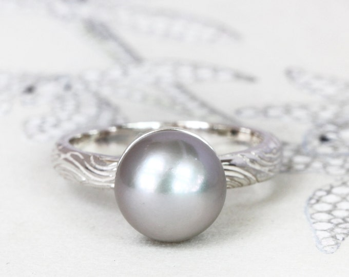 SIZE US 5 1/2 - UK L - Freshwater pearl ring -  june birthstone - wood texture
