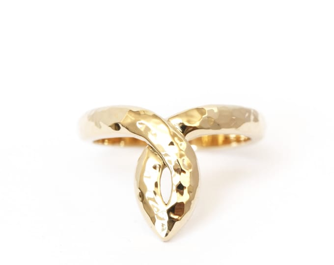 Salomé statement ring in 18ct yellow gold - hammered texture - antic pattern - rose gold - white gold