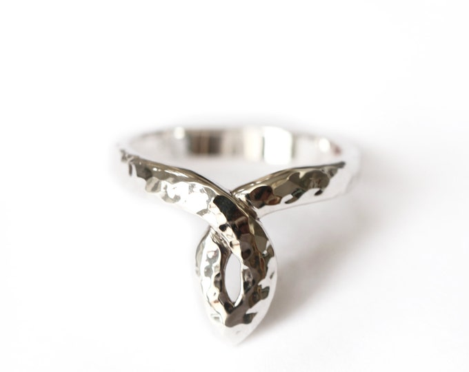 Salome's antic ring - Statement ring - silver 925 - hammered texture