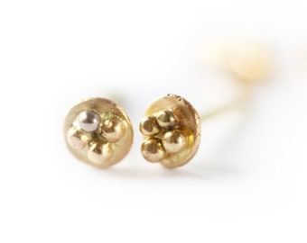 Stud earrings Mini luna - granulation detail - mixed gold earrings