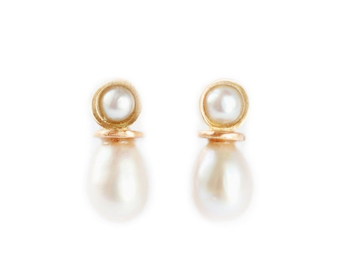 Mini pearl stud earrings - Mini luna collection - pearl earrings - antic inspiration - 18 ct yellow gold