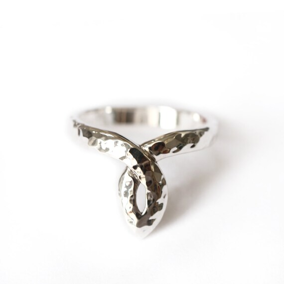 Statement ring in silver 925 - hammered texture - antic pattern - white silver or blackened silver