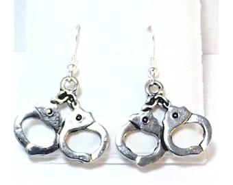 eb775e61585a Zinn Handschellen-Charme auf Sterling Silber Ohrhaken baumeln Ohrringe-0513