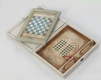 Caja de madera con dos juegos