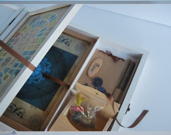 Customizable box handmade in wood with two board games and a notebook